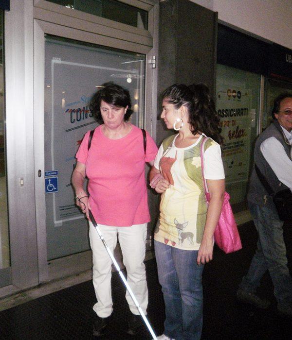 shopping non vedenti con accompagnatore Napoli